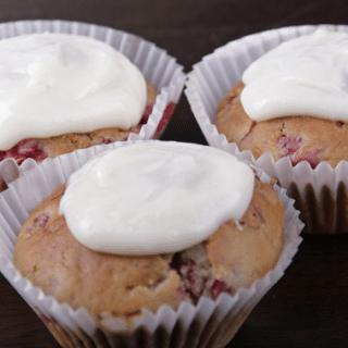 Vanilla cheesecake topped raspberry muffins