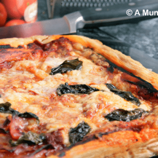Pizza style puff pastry slice – a recipe for a quick, satisfying lunch