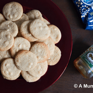 Soft and chewy white chocolate cookies (recipe)