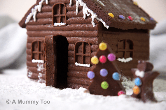 How to make an easy, super-detailed gingerbread house - A Mummy Too