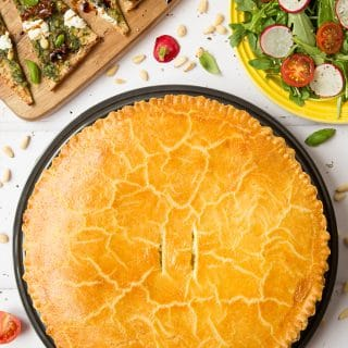 Cheesy lentil pie with cornmeal pastry