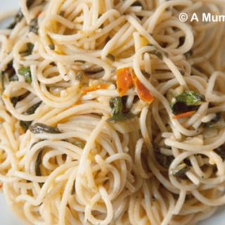 Vegan spinach, garlic and basil 'butter' spaghetti