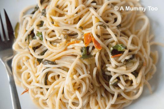 Vegan spinach, basil and garlic spaghetti
