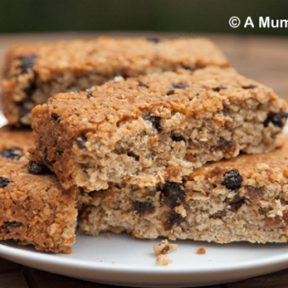 Fruity, cakey, low GI vanilla oat bars (recipe)