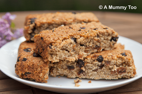 Fruity, cakey, low GI vanilla oat bars recipe