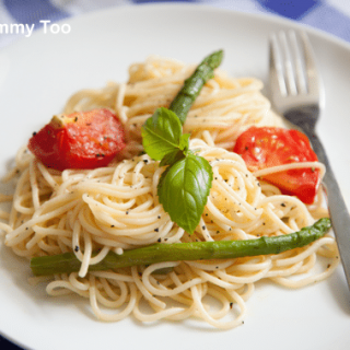 Tomato, asparagus and garlic spaghetti