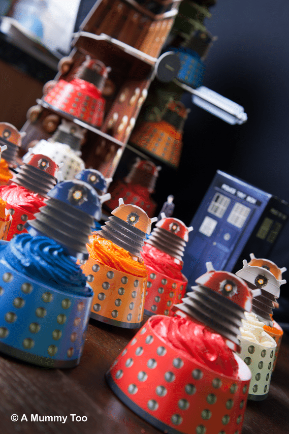 AMAZING Doctor Who 50th Anniversary Cakes (includes full recipe)