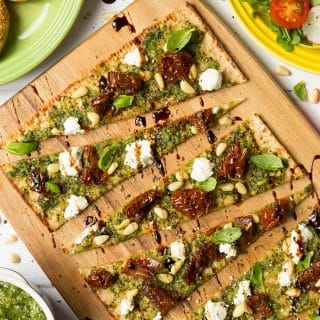 Speedy pesto flatbread pizza with goats cheese