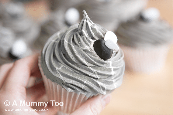 Bake these spooky Halloween cupcakes at home with my recipe!