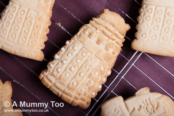 Decorated cinnamon cookies