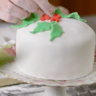 Easy Christmas cake (video recipe)