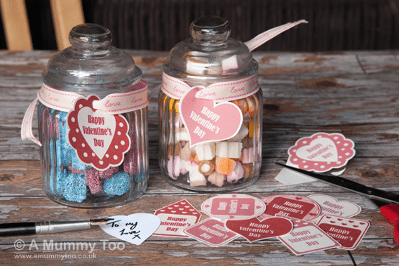 Free printable Valentine's Day gift tags in pink and red
