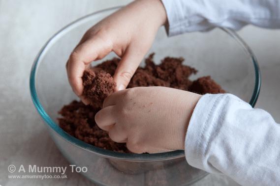 Cake-pops-crumbling