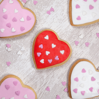 Valentine's Day cookies – super sweet icing topped sugar cookies (recipe)