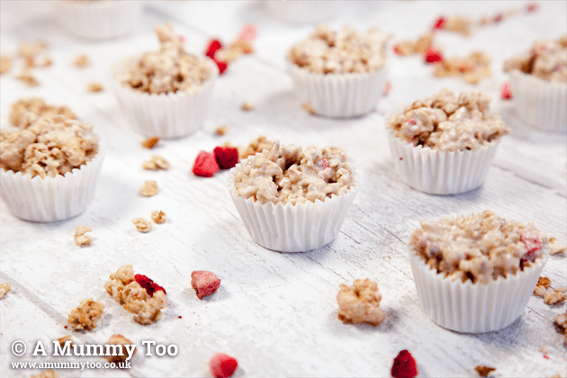 Strawberry cereal white chocolate granola bites (2 ingredient recipe!)