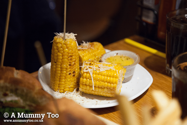 giraffe-corn-cob