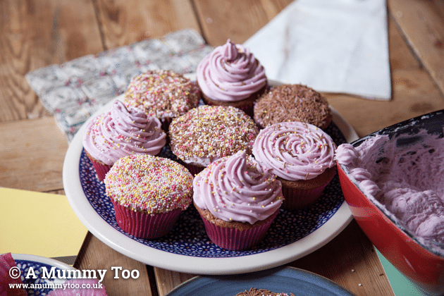 How to frost cupcakes the really easy way, with a spoon or piping bag (video demos)