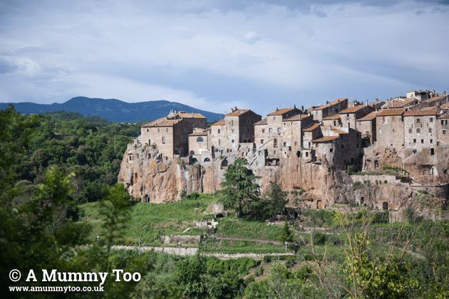 Pitigliano-Emily-Leary-amummytoo---landscape