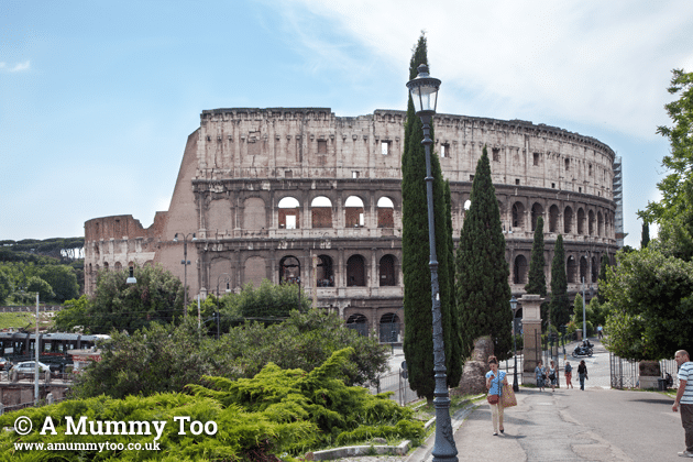 Rome-Emily-Leary-amummytoo---full-colloseum-view-from-hill