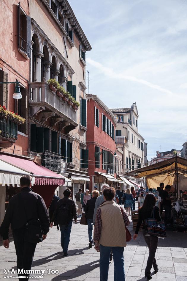 Venice-Emily-Leary-amummytoo---market-street