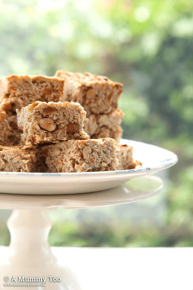 apricot and almond breakfast oat bars