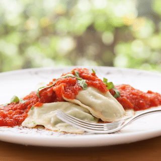 Ricotta e spinaci al sugo (spinach and ricotta ravioli with tomato sauce)