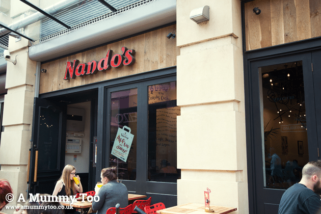 nandos-outside
