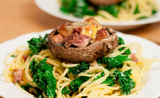 Applewood-Cheddar-pasta-with-fig-and-bacon-baked-mushrooms
