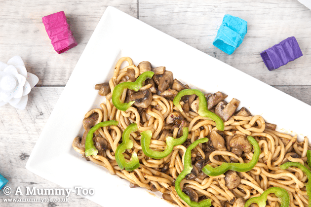 Mushroom chow mein, topped with sliced green peppers