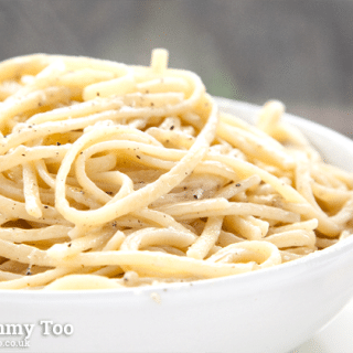 Simple and classic Linguine Cacio e Pepe