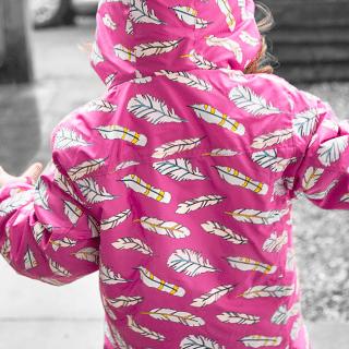Holly & Beau – a cute raincoat that changes in the rain