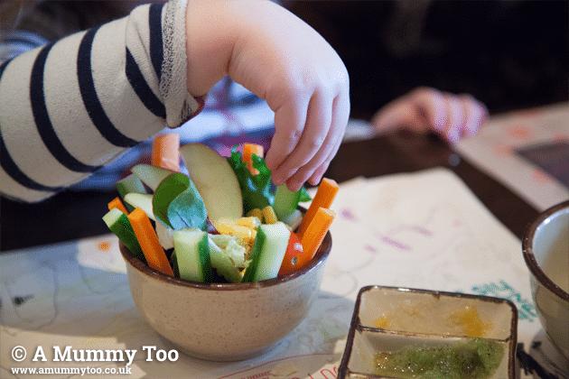 kid's-raw-veggies