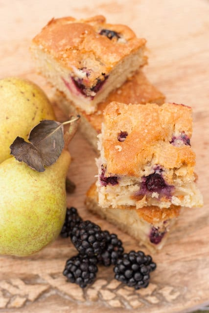 Blackberry-pear-traybake