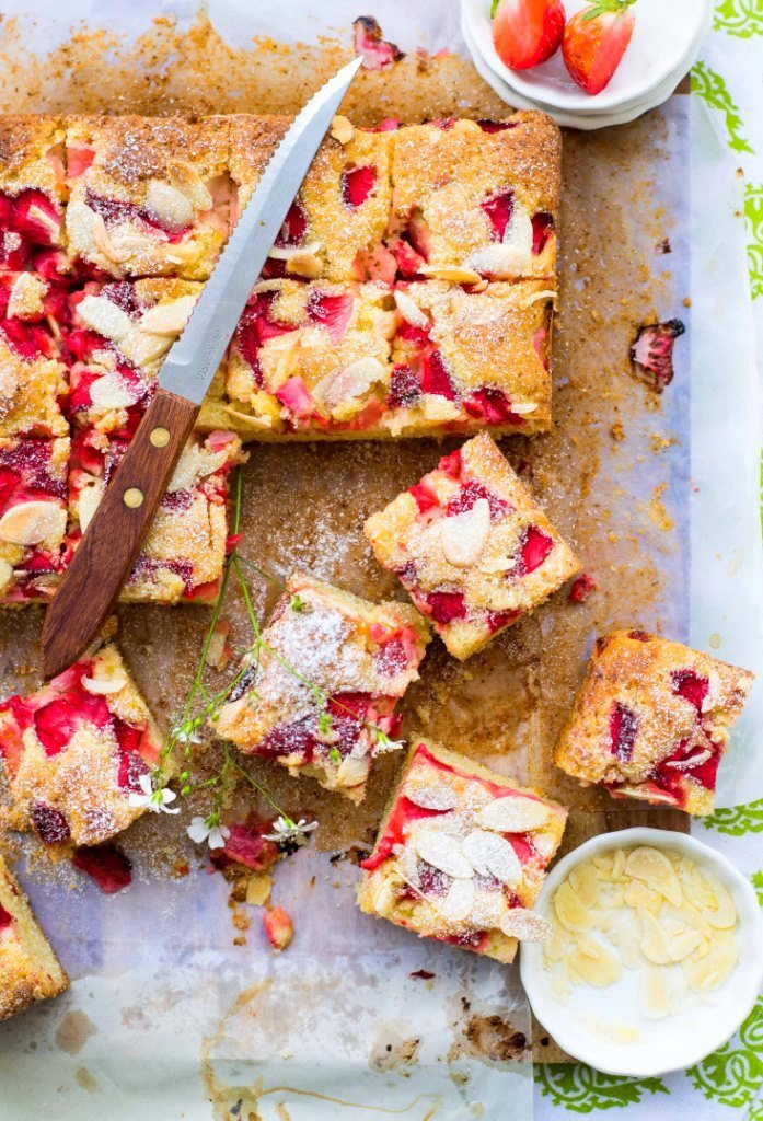 strawberry-almond-olive-oil-traybake