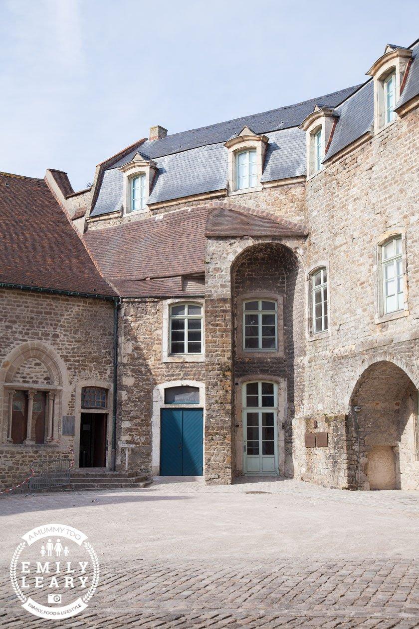 Château de Boulogne-sur-Mer courtyard