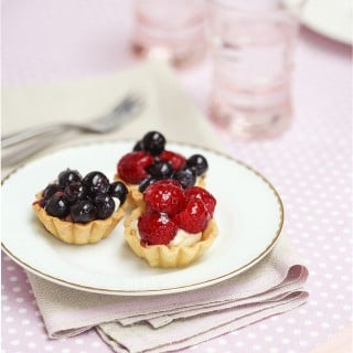Quick, simple and beautiful mini berry tartlets
