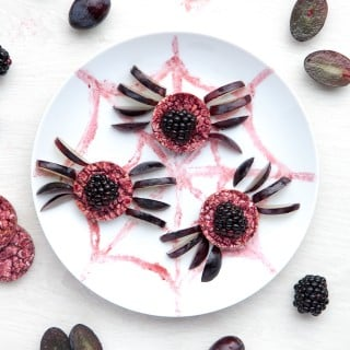 Organix Halloween Fun Food Plate activity: Spooky Spider Rice Cakes