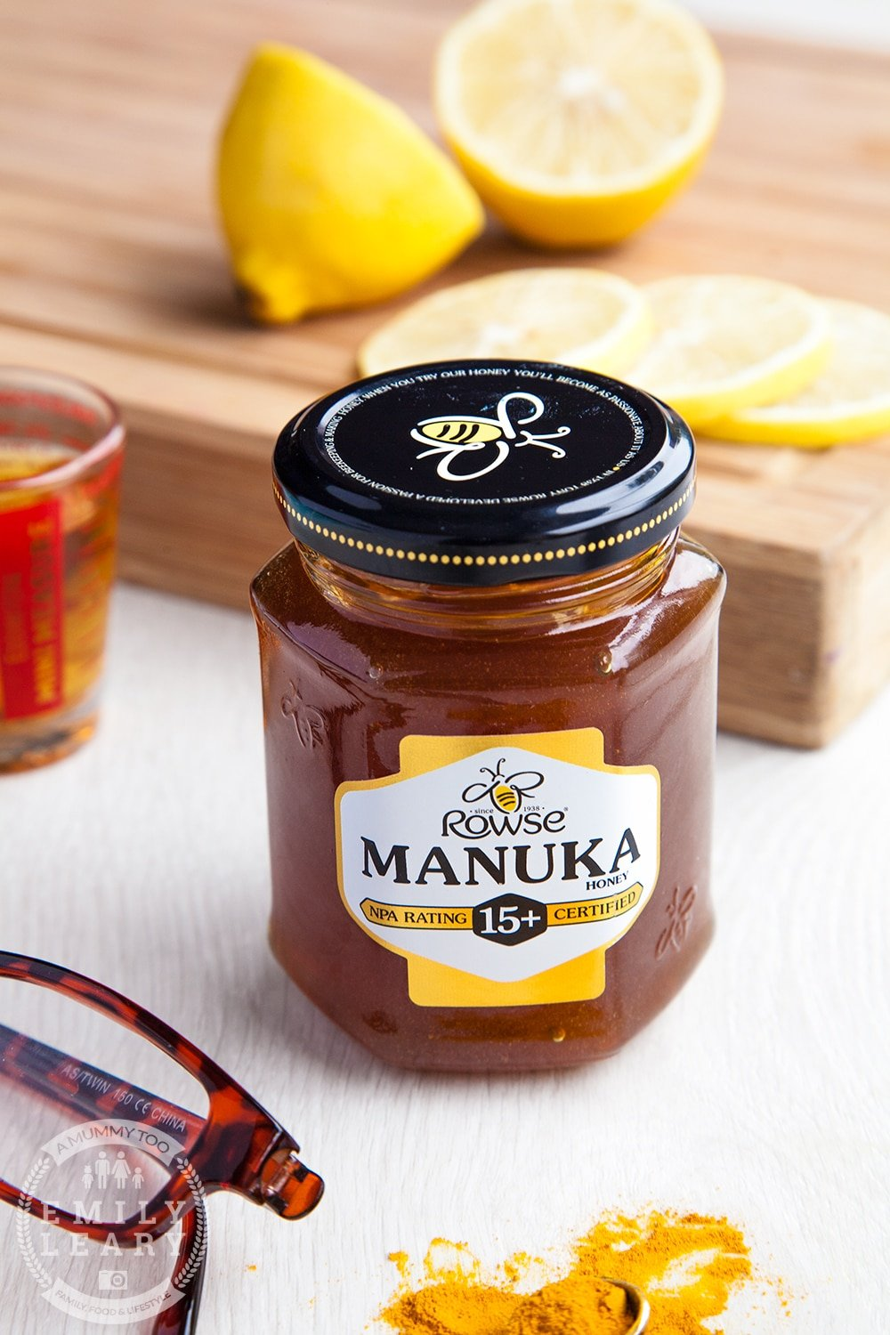 This Manuka honey and turmeric hot toddy features Rowse Manuka honey