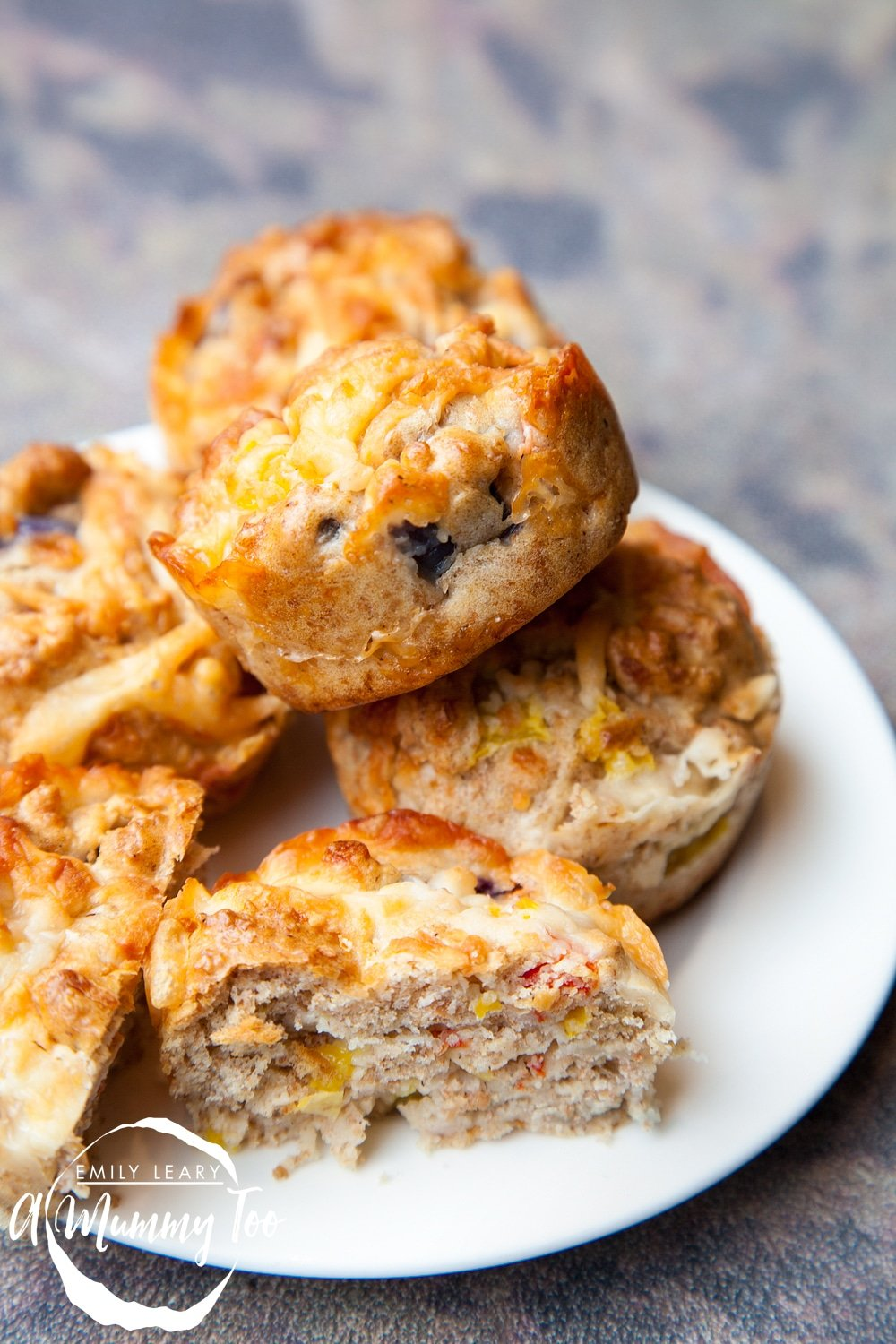 Tasty muffins made with wholewheat flour, onions and red peppers. The perfect vegetarian breakfast snack on the go.