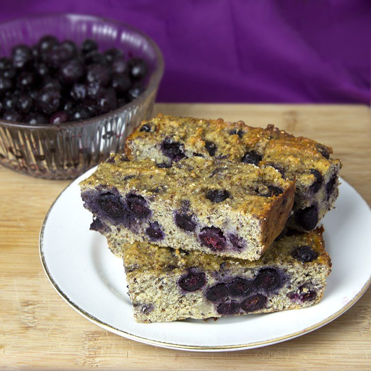 banana and blueberry protein bars by om nom ally