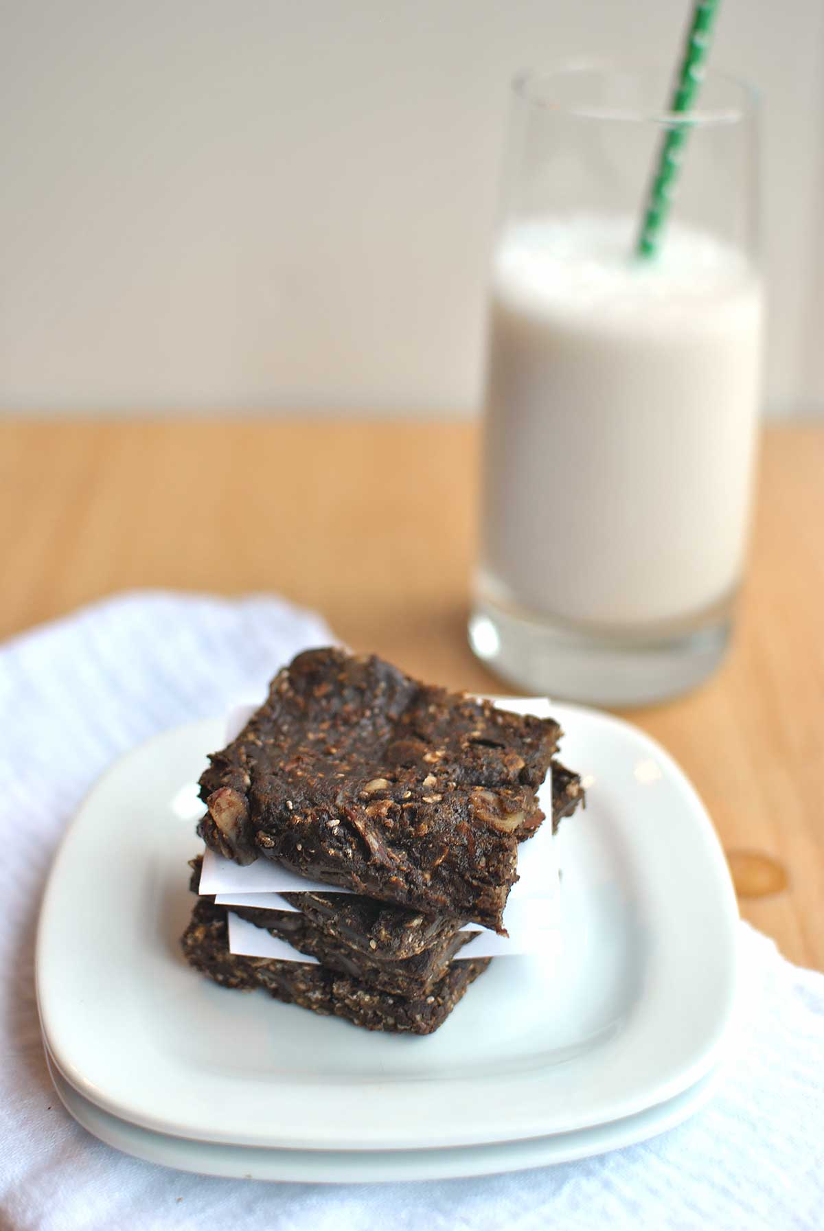no bake protein packed chocolate peanut butter granola breakfast bars by beckys best bites