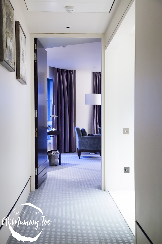 One-Aldwych-hotel-hallway-adjoining