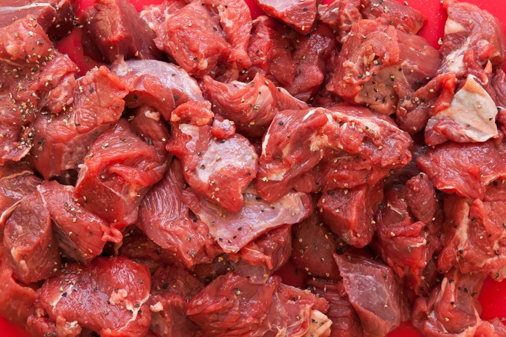 Chunks of raw beef for the beef ragu linguine