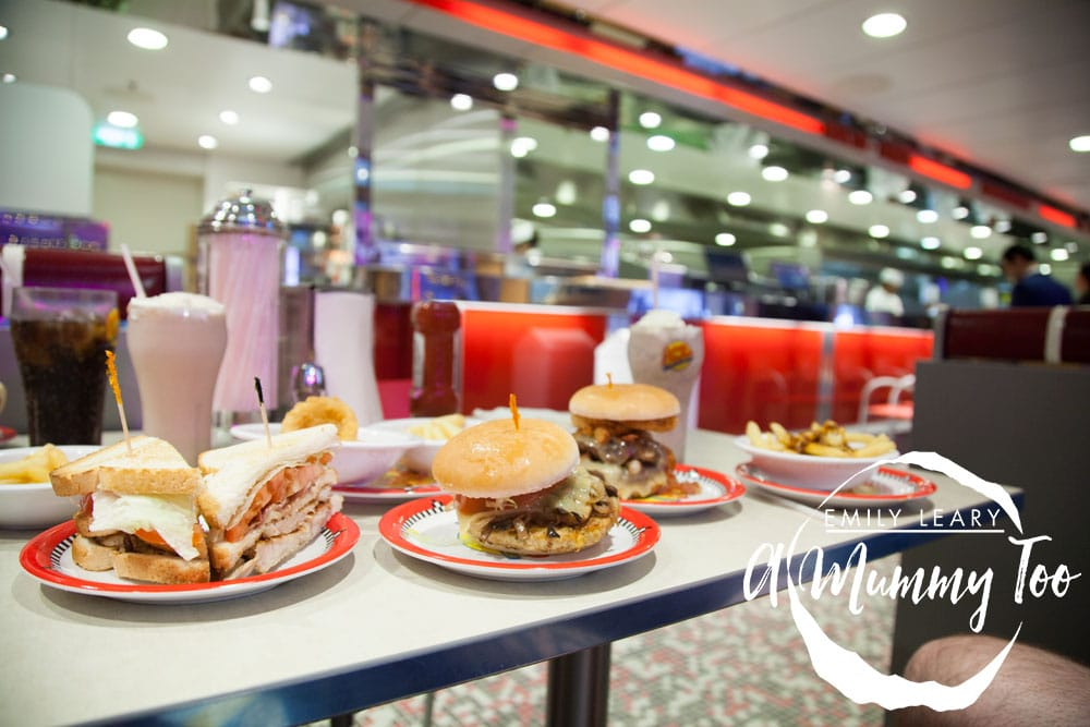 harmony-of-the-seas-burgers-at-johnny-rockets