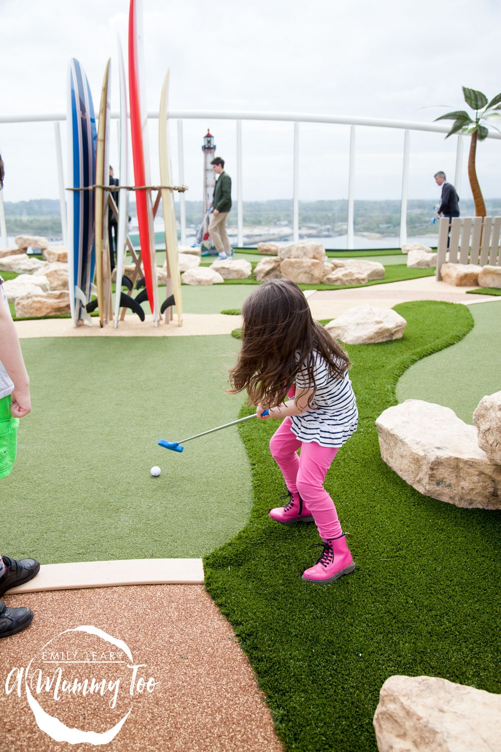 harmony-of-the-seas-crazy-golf