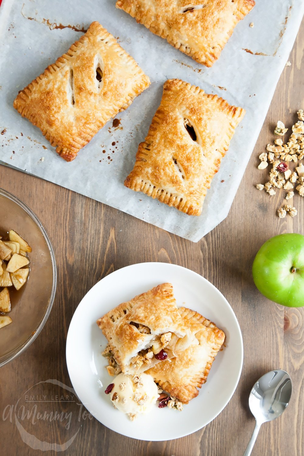 Super easy, extra delicious apple and granola puff parcels - featuring granola as a special ingredient!
