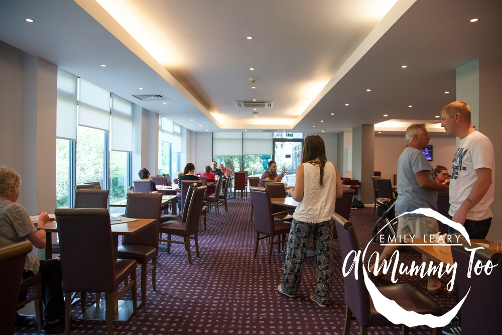 holiday-inn-express-doncaster-breakfast-seating-area