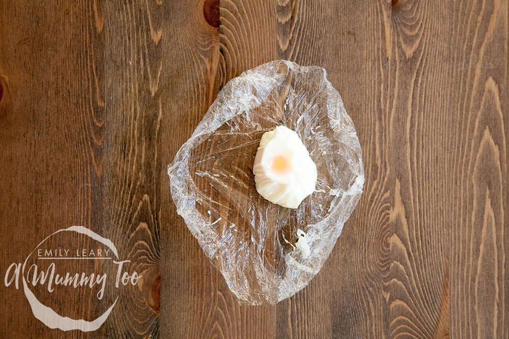 3-ways-to-poach-the-perfect-egg-cling-film-method-step-7