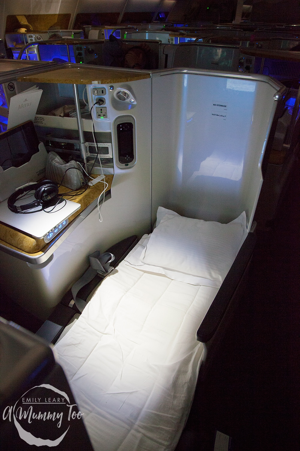 emirates-flight-to-dubai-business-class-bed