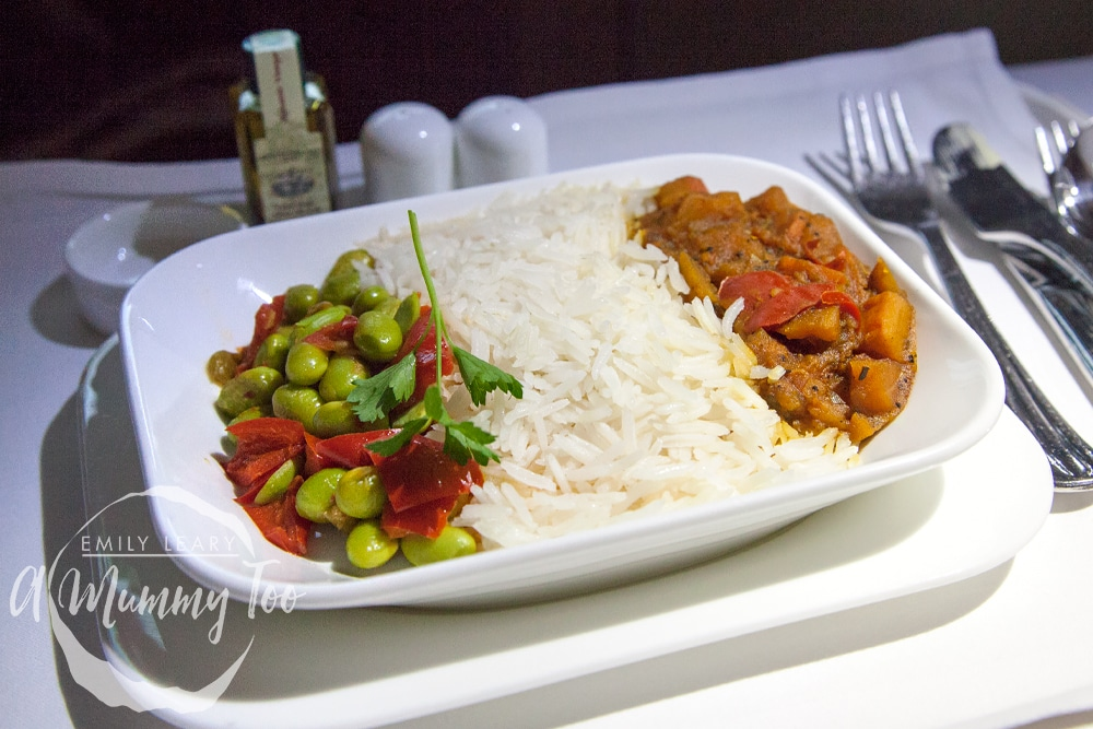 emirates-flight-to-dubai-business-class-main-course